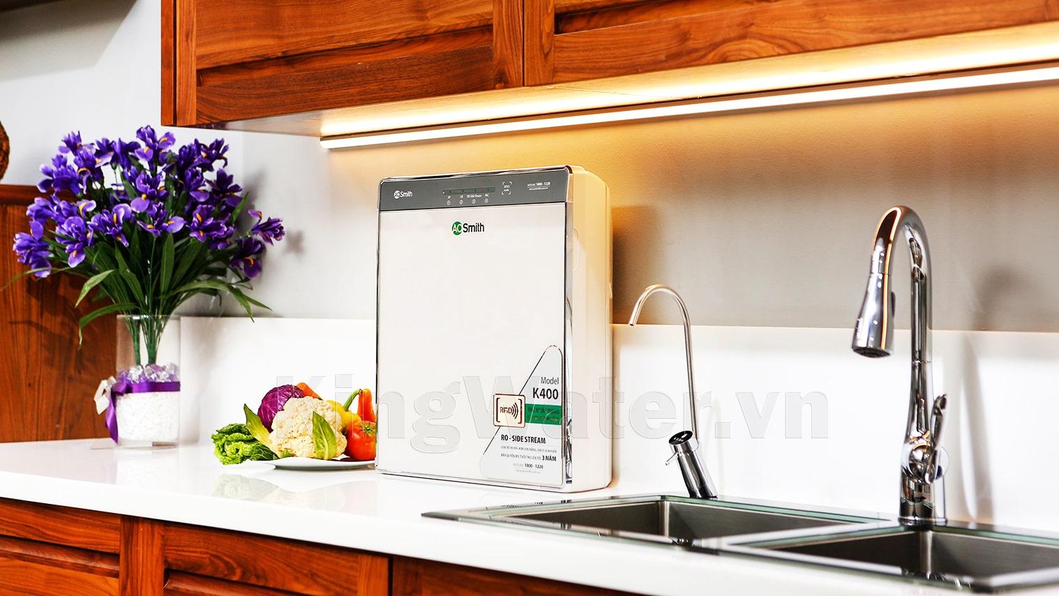 Khách hàng dùng máy lọc nước Aosmith K400