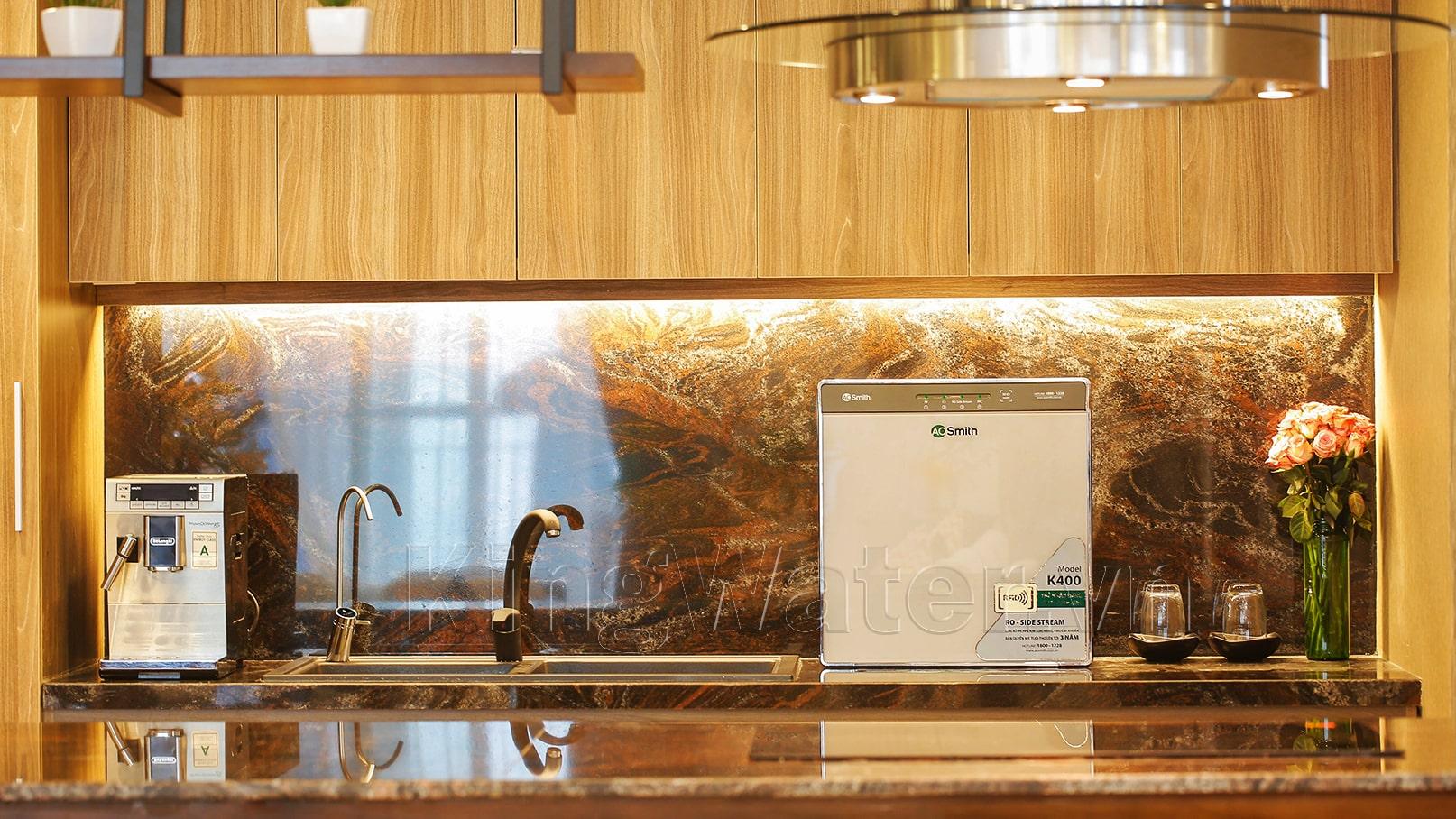 Khách hàng sử dụng máy lọc nước Aosmith K400